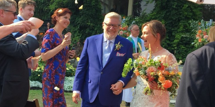 Tory strategist, Global anchor tie the knot, as politicians