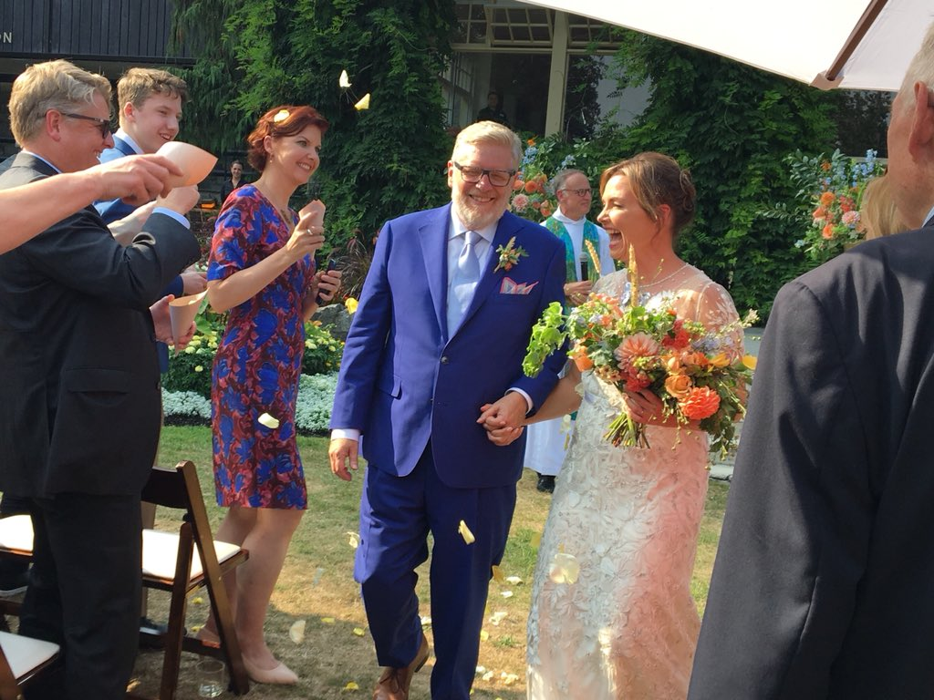 tory strategist  global anchor tie the knot  as